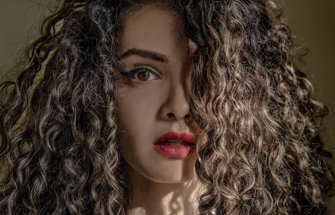 cuidados del cabello rizado